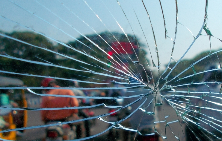 Dangers of Driving with a Cracked Windshield